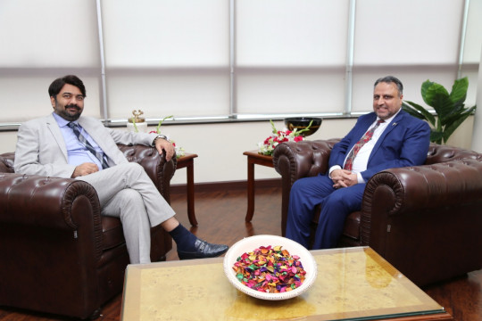Punjab Minister for Higher Education Raja Yasir Humayun Sarfraz exchanging views with Engr Prof Dr Athar Mahboob Vice Ch